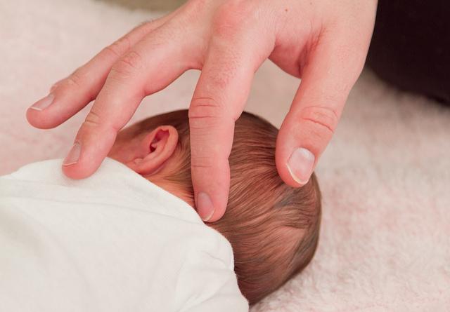 Родничок у новорожденного
