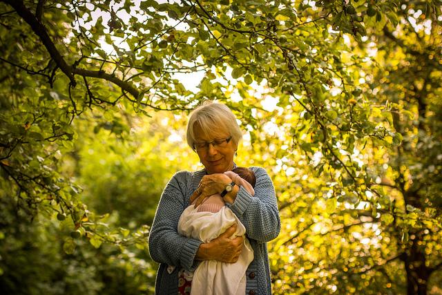бабушка и внук на прогулке