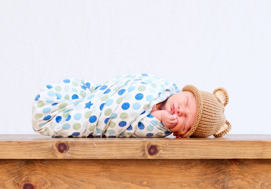 Малыш в пеленках