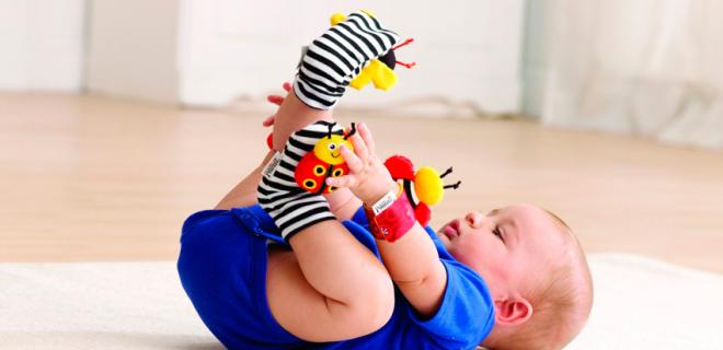 Как выбрать погремушку для новорожденного ребенка