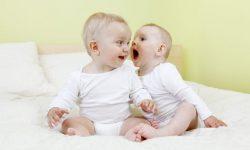 Во сколько месяцев ребенок говорит первое слово